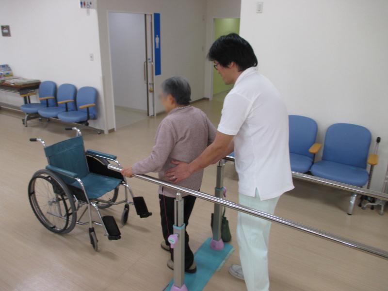 介護職員によるリハビリ
