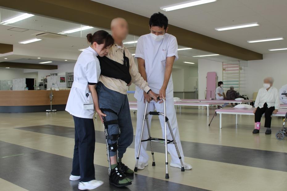 長下肢装具歩行